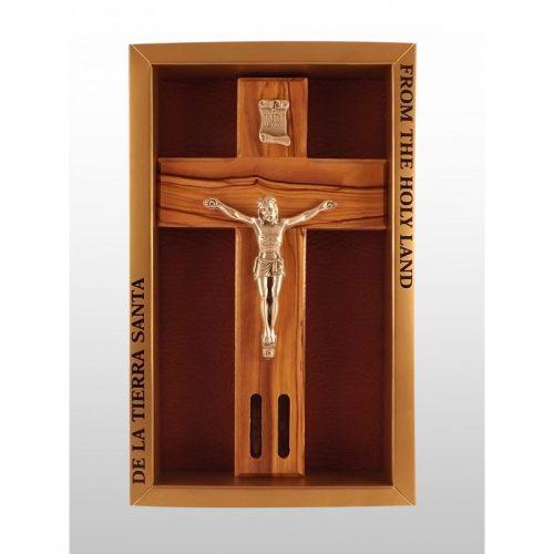 Crucifijo del Tercer Milenio hecha a mano de madera de olivo con agua y tierra en ventana-364
