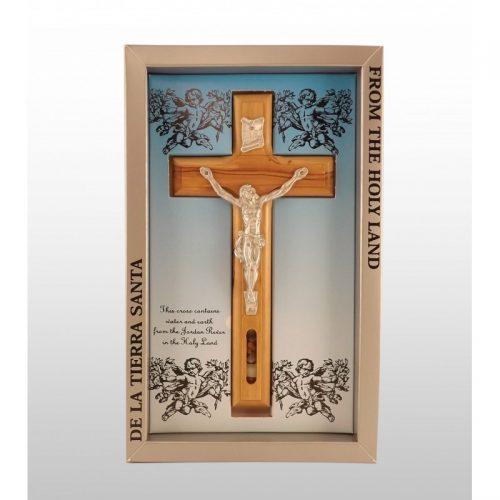 Crucifijo fondo color cielo, hecho a mano de madera de olivo con agua y piedras en ventana-366